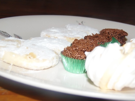 Port companions: lime cookies, brigadeiros, passion fruit meringues